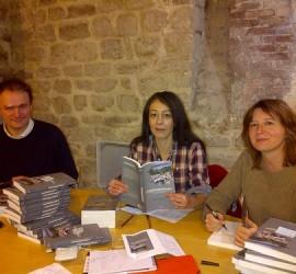 Pascal, Elodie et Annick dédicacent Le Grand Débordement